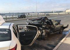 Серьезное ДТП с такси и пострадавшими произошло на Синопской набережной в Петербурге