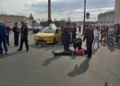 Водитель «Яндекс.такси» гонялся за велосипедистом по Дворцовой, пока не сбил его.