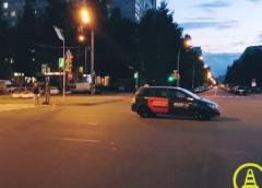 На Светлановском такси сбило глухонемую женщину