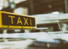В Петербурге таксисту дали год тюрьмы за кражу у спящего клиента