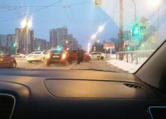 Два такси разбились на одном перекрёстке в Петербурге за несколько часов. Взятие высоты попало на видео