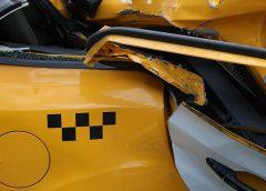 Один человек пострадал в аварии с машиной ДПС и такси в центре Москвы